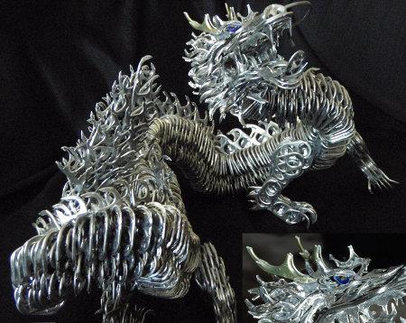 Dragón creado con anillas latas.