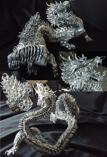 Dragón creado con anillas de latas