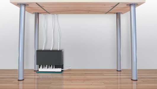 Mant n los cables de tu espacio de trabajo ordenados con for Trabajos por debajo de la mesa