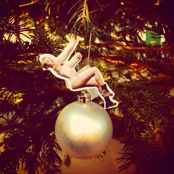 Cómo hacer tu adorno de Miley Cyrus para tu Árbol de Navidad
