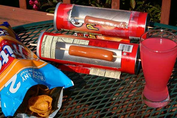 Cómo hacer una cocina solar de perritos calientes con una lata Pringles