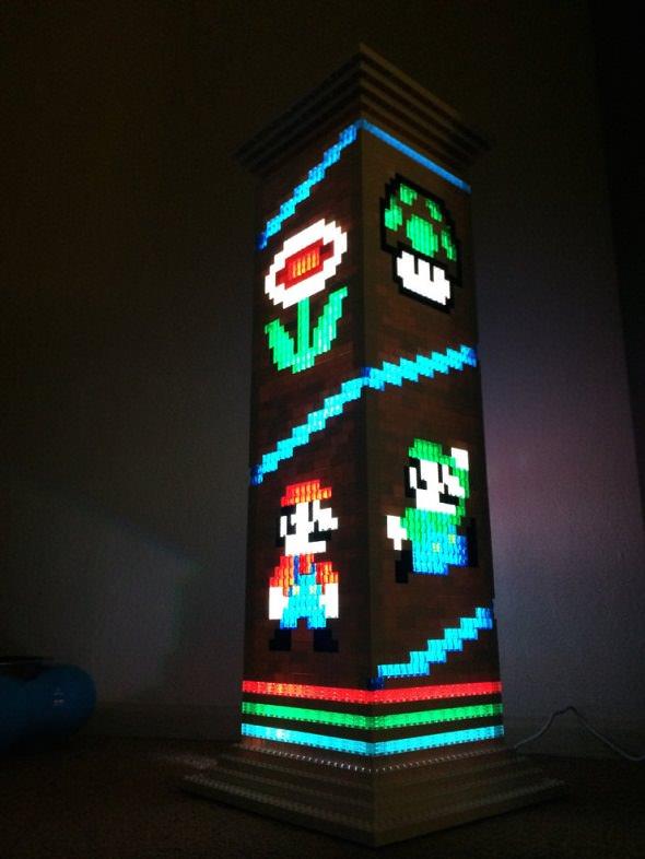 Lámpara de Súper Mario hecha con LEGO