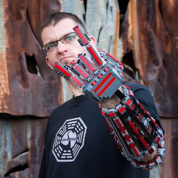 Brazo exoesqueleto creado con Lego
