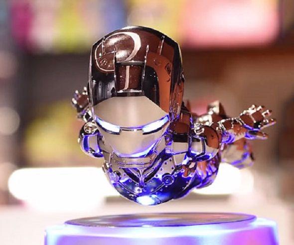 Figura de Iron Man flotante