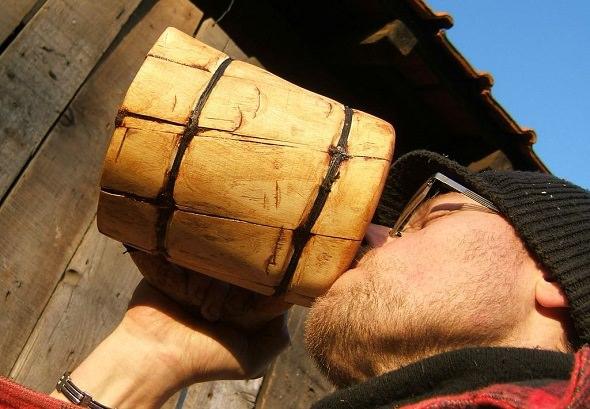 Jarra vikinga de madera