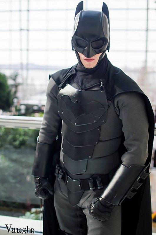 Traje de Batman casero que aguata agresiones
