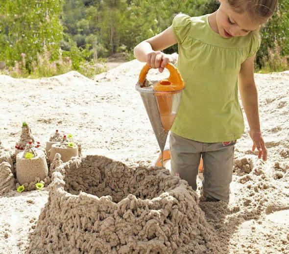 Haba Baudino, un cubo-embudo para construir castillos de arena al estilo impresora 3D