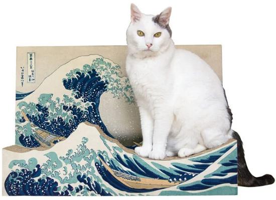 La gran ola de Kanagawa como rascador de gatos